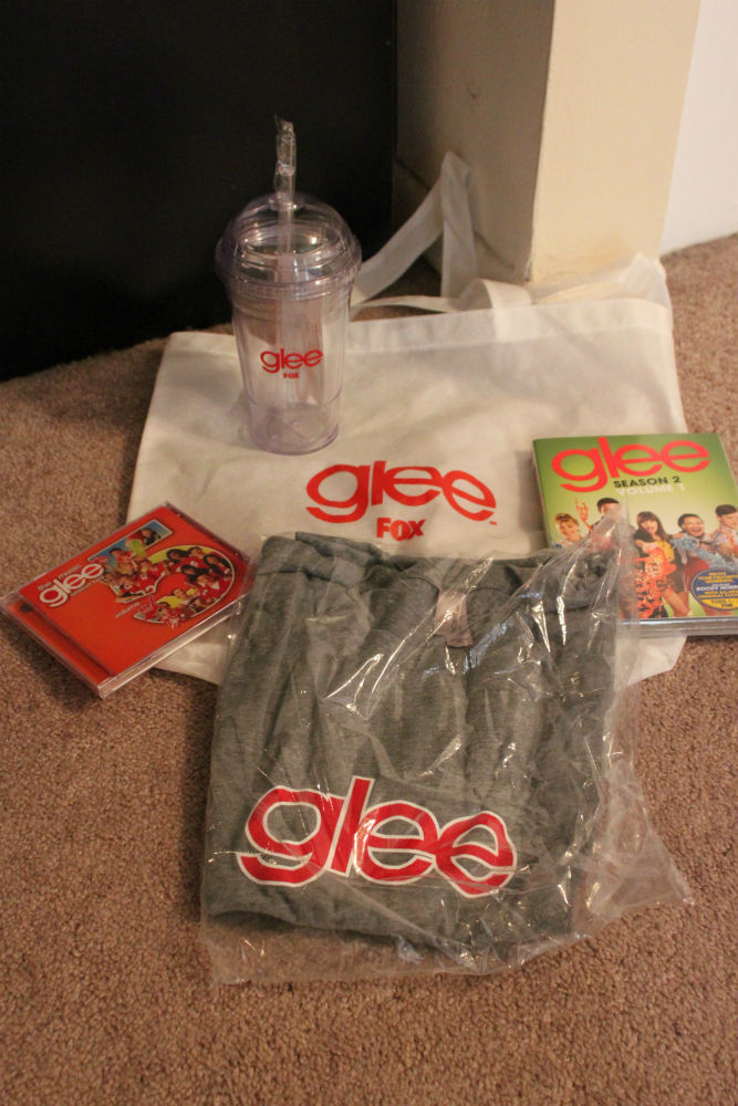 Glee fans!  Click here to bid on this great swag package including a cool To Go cup, tote bag, and DVD set!