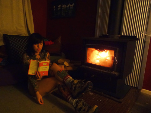 mysavageheart:  Joined the Naked Reading party a bit late due to climbing training, so sorry to Abi and everyone else for looking haggard haha.