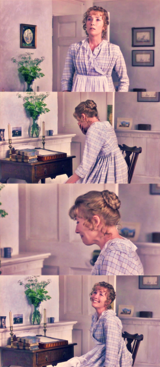 "emmawearsprada:  Emma Thompson as Elinor Dashwood in ""Sense and Sensibility"""
