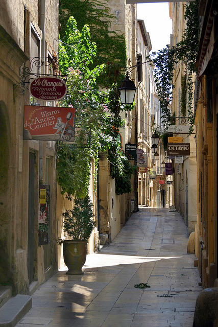 visitheworld:  Rue de l'Ancien Courrier, the oldest street in Montpellier, France (by D9006).