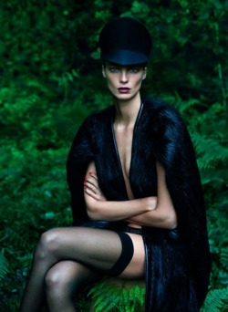 stormtrooperfashion:  'Le Noir' | Daria Werbowy By Mert + Marcus For Vogue Paris | September 2012