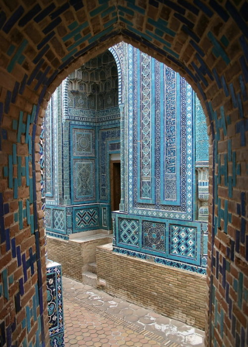 visitheworld:  Colours of Shahi Zinda necropolis complex in Samarkand, Uzbekistan (by tulipan7).