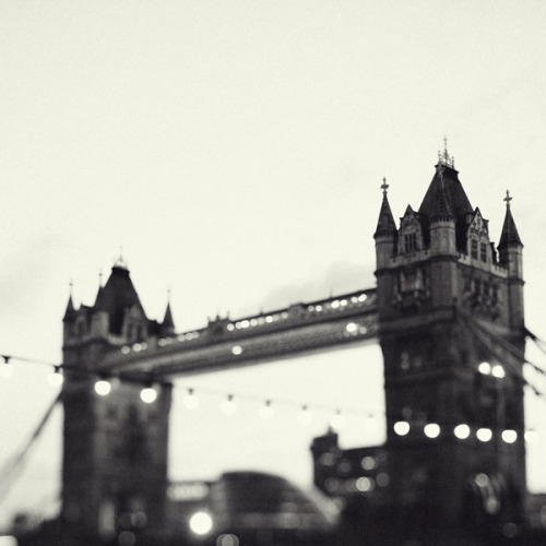 devidsketchbook:  LONDON NOIR Photographer Irene Suchocki facebook | blog