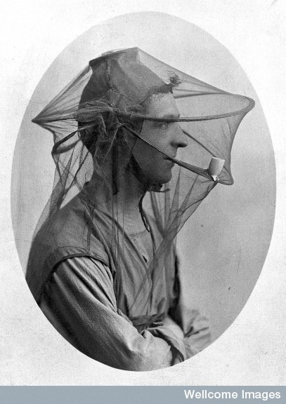 L0011629 Postcard: mosquito net to be worn as a veil. by wellcome images on Flickr.A través de Flickr: L0011629 Postcard: mosquito net to be worn as a veil. Credit: Wellcome Library, London. Wellcome Images images@wellcome.ac.ukimages.wellcome.ac.uk Postcard: mosquito net to be worn as a veil. early 20th century Published:  -  Copyrighted work available under Creative Commons by-nc 2.0 UK, see images.wellcome.ac.uk/indexplus/page/Prices.html