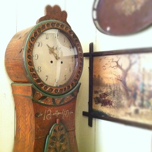 Amazing banjo (grandmother clock) with original paint from 1840.  (Taken with Instagram)