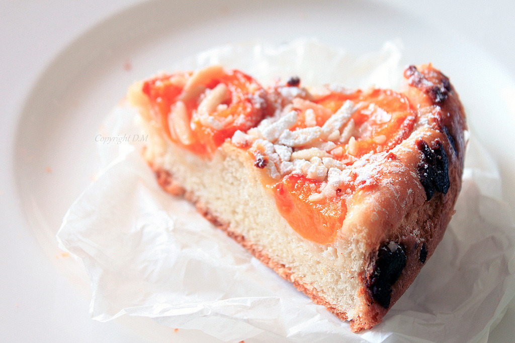 diet-killers:  Apricot cake with marzipan (by ·D.M·)
