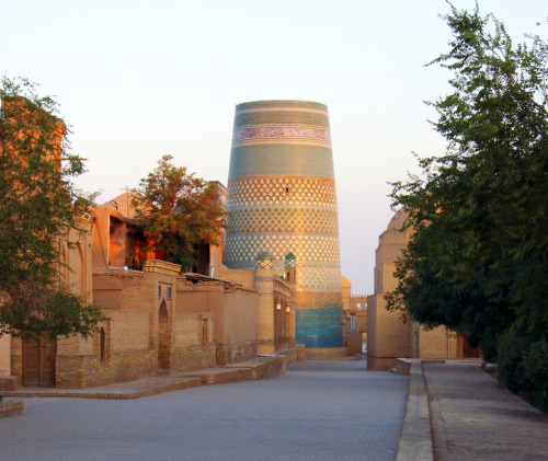 booksnbuildings:  Khiva, Uzbekistan. (photo Fulvio)