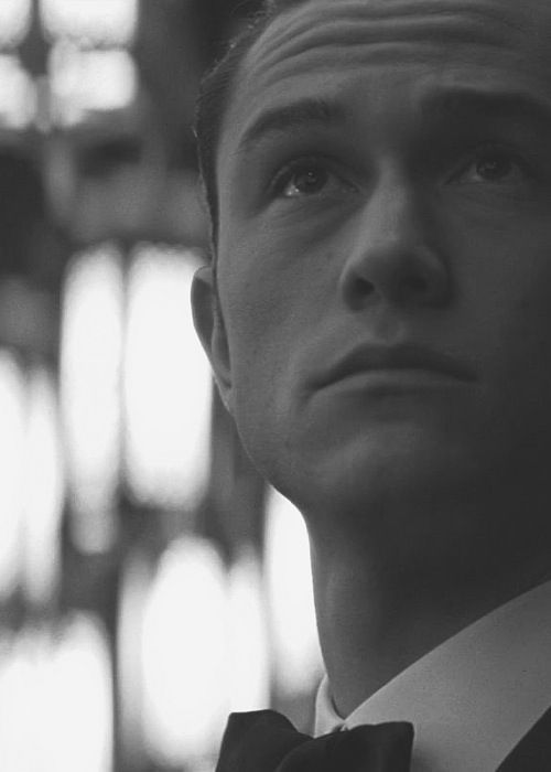young-stressed-but-well-dressed:  Joseph Gordon-Levitt http://young-stressed-but-well-dressed.tumblr.com/  Only man I'd go gay for