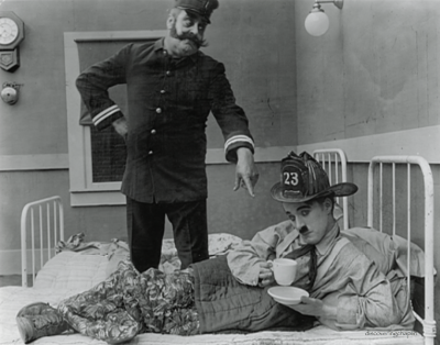 fuckyeahchaplin:  Charlie and Eric Campbell in The Fireman c.1916 via http://www.dokument.com.pl/forum