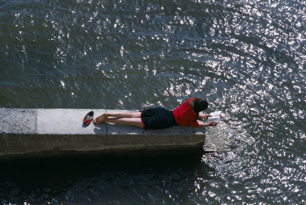fotojournalismus:  Paris, 1988. [Credit : Bruno Barbey]