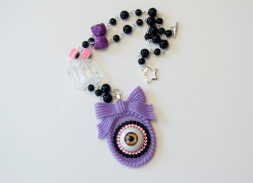 (via Creepy Candy Eyeball Necklace Purple by StarchildBySaffron)