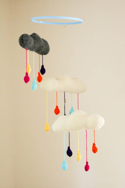diyheartsandcrafts:  DIY Rainy Cloud Mobile