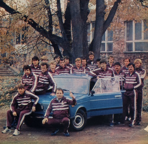 The Hungarian national football team. In: Autó-motor, 1985. január.