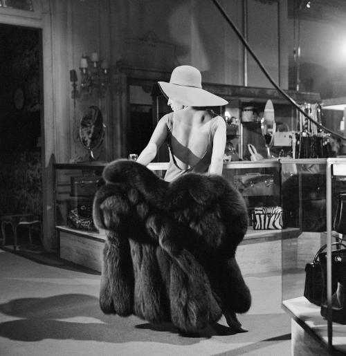 ICONIC /// @BarbraStreisand tries on a fur coat at @Bergdorfs… Happy 111th anniversary, Bergdorfs! ;*  #memories credit: @nymag
