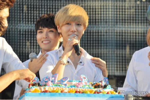 tutyati:  120824 OFFICIAL, ELF Japan Fanmeeting in Yokohoma Yesung Birthday °\(^?^)/° Credit: http://ticket-news.pia.jp  | as tagged Reupload and Posted by: uksujusid (www.sup3rjunior.wordpress.com) Reupload here by tuty for tutyati.tumblr.com PLEASE TAKE OUT WITH FULL CREDIT  Blonde!Yesung is pretty damn hot-Admin YZ