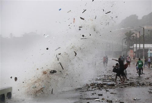 nbcnews:  Tropical Storm Isaac hits Dominican Republic coast (Photo: Orlando Barria / EPA)    A wave hits the coast during the passing of Tropical Storm Isaac in Enriquillo, Dominican Republic, Aug. 24, 2012. Isaac hit with heavy rains in the south of the Dominican Republic and Haiti, where rainfall accumulations between 100 and 200 millimeters are expected, with the risk of floods and landslides.     That's only a few inches of rain.