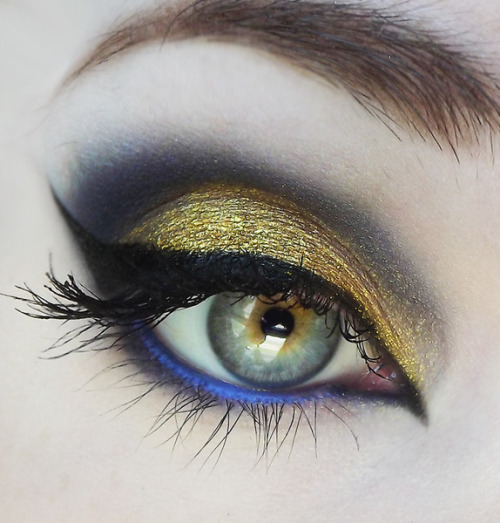 Gorgeous gold smoky eye with a pop of blue by Victoria D.!