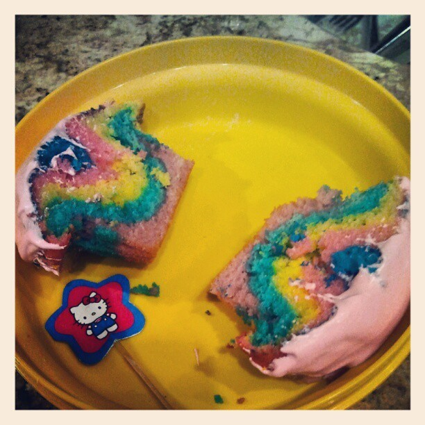 #rainbow #cupcakes #sweets #desserts #rainbowcupcakes #yummy (Taken with Instagram)