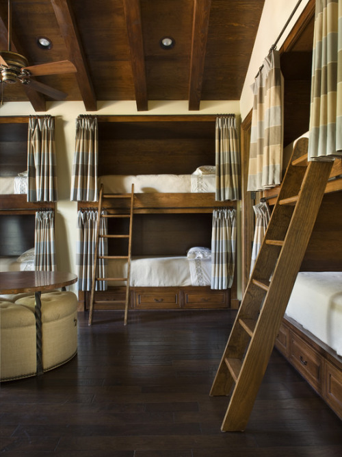 Multi guest bunk bedroom..