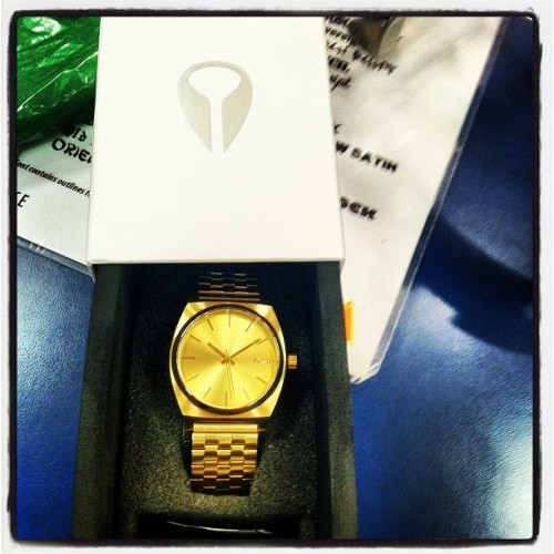 stunnacash:  @augym sick watch bro! #nixon #gold #goldwatch #watch  (Taken with Instagram)