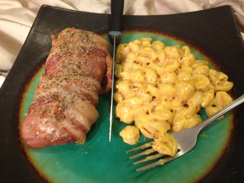 takingshape:  themusicgetsyouhigh:  Ommm nomms dinner!!  SUPER COMBINATION!!!!!