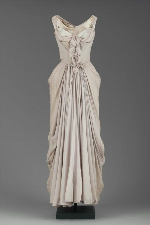 Dress Charles James, 1951 The Museum of Fine Arts, Boston