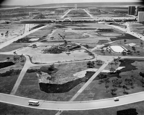 Brasilia under construction. (Photo: Nicolau Drey)