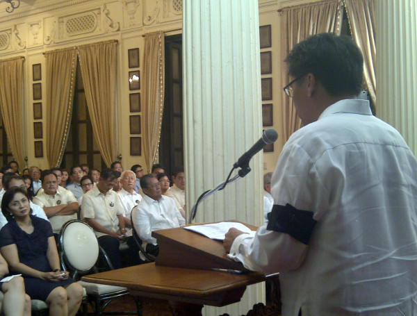 govph:  Sec. Mar Roxas, the Robredo family and the members of the Liberal Party present at Kalayaan Hall.