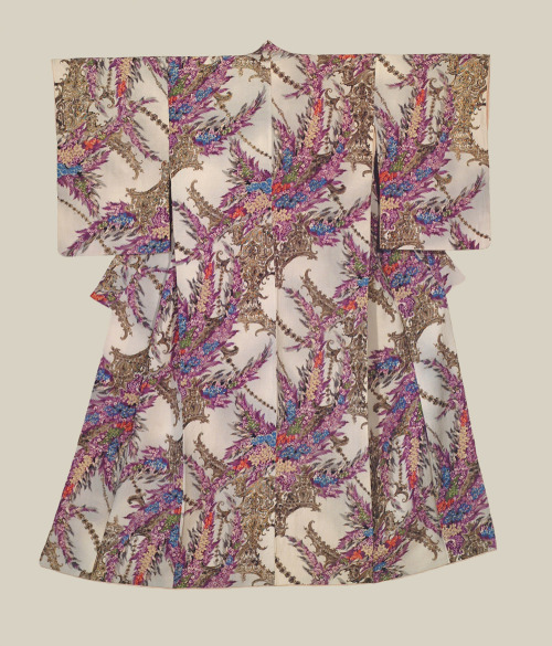 Winter Kimono - Japan - Mid-Showa Era (1945-1960) A relatively heavy crepe, lined kimono that was certainly created for wear during the colder winter season. The winter plant patterns reinforce this belief. Profuse surihaku (metallic leaf outlining).
