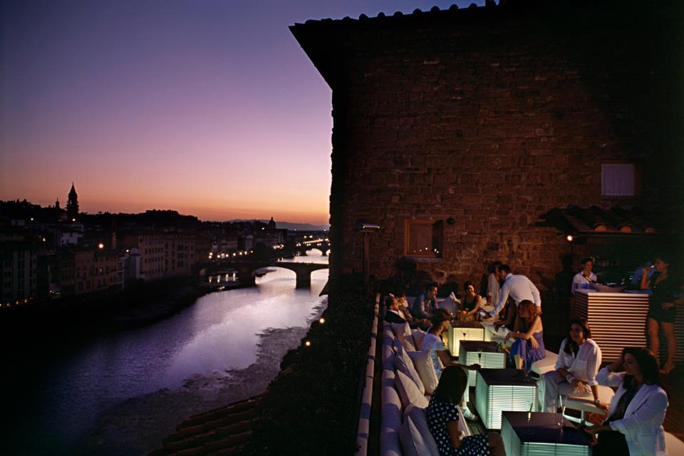 Hotel Continentale Florence… right above Ponte Vecchio. The rooftop has the best view of the river right in the center of the town. @LungarnoTweet