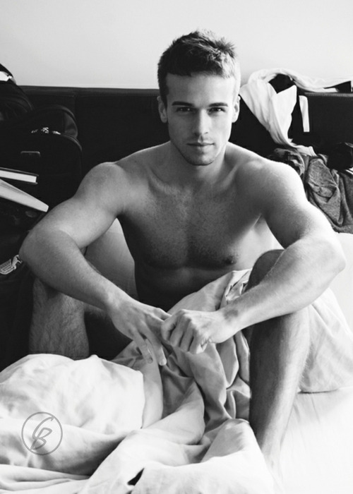 Man I'd love to find this waiting fir me in my bed.