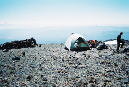 fuckyeahhiking:  Camp at the Lunch Counter on Mt. Adams in Washington State. zookini