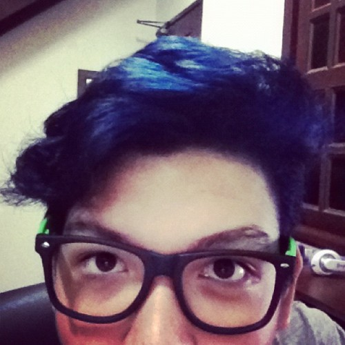 I have blue hair now. >.< Next thing to do: piercings.