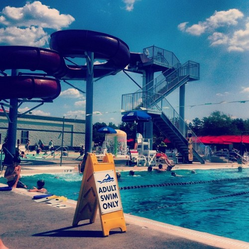 Is this really east lansing? ☀🏊 | #el #college #summer #pool #sun #sky #webstagram #instagood  (Taken with Instagram at Sparrow Michigan Athletic Club)