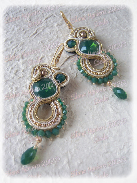 Pretty soutache from Eliana, nice use of negative space.