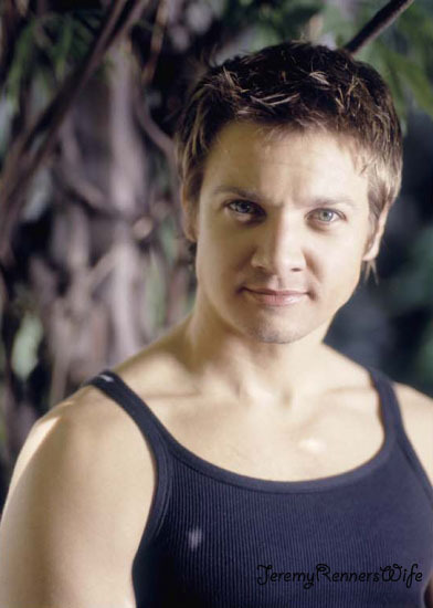 100/100 Pictures from Jeremy Renner