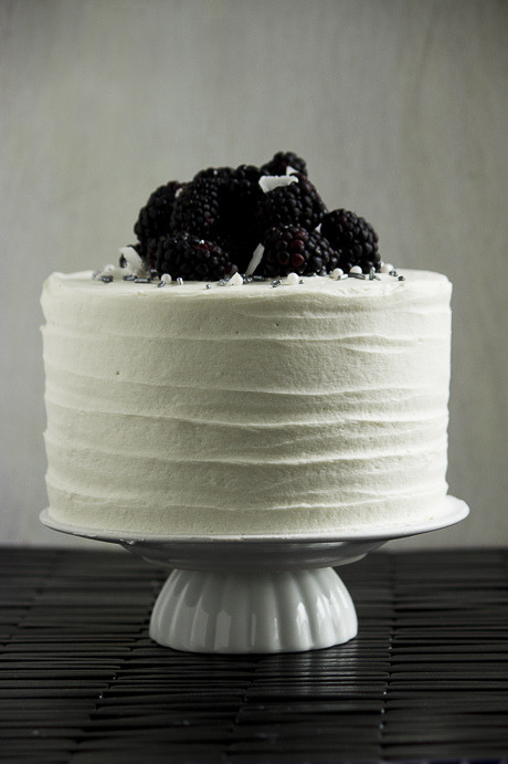 sweepmeup:  Blackberry, coconut, lime and macadamia cake