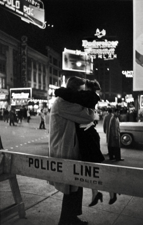 m-as-tu-vu:  Times Square, New York, 1959. by Henri Cartier-Bresson