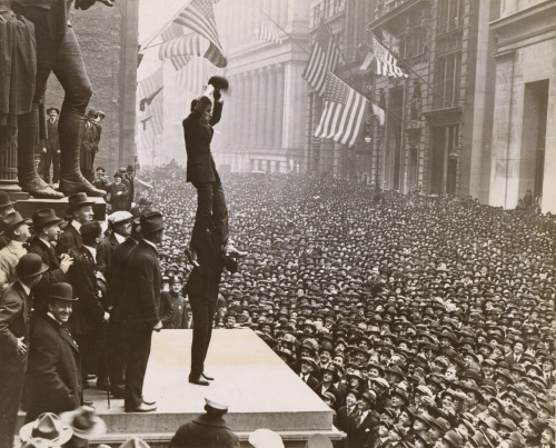 Charlie Chaplin and Douglas Fairbanks at Liberty Loan Rally, 1918.