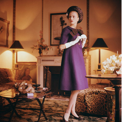 Dior 1960, by Mark Shaw. (littlebitsoflovely.blogspot.co.uk)