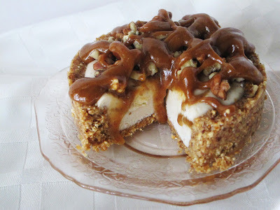 veganfoody:  Maple Pecan Caramel Cream Tartlettes