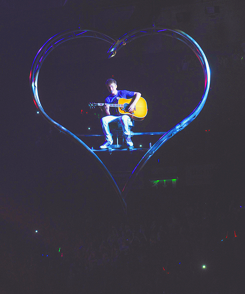 21/50 pictures of Justin Bieber in My World Tour