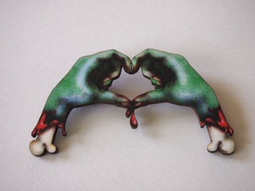 Zombie love hands wood brooch! XD It's so ugly… and yet… so cute… :3