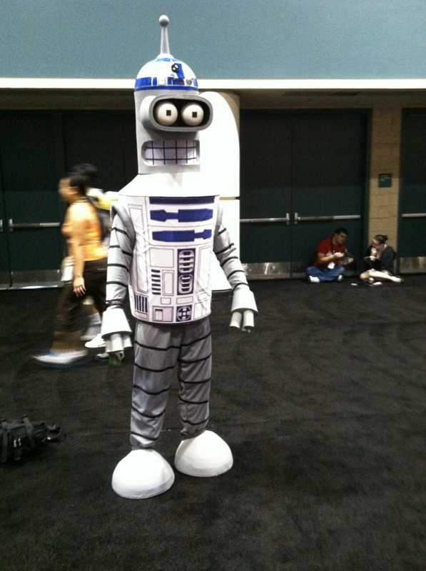 R2-Bender! Yeah, I can see him hiding the plans to the Empire's latest secret weapon… #StarWars #Futurama (via The Cosplay Of Star Wars Celebration VI [Gallery])
