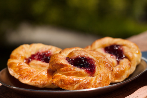 ilufood:  Swirled Danish With Jam
