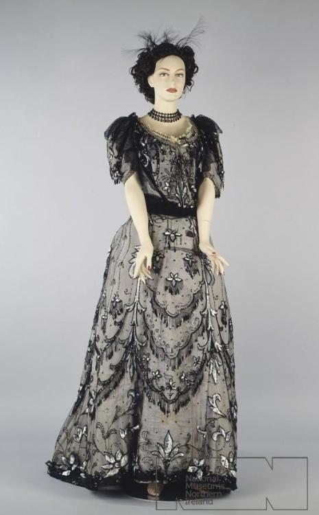 fripperiesandfobs:  Evening dress ca. 1900 From the Ulster Folk & Transport Museum