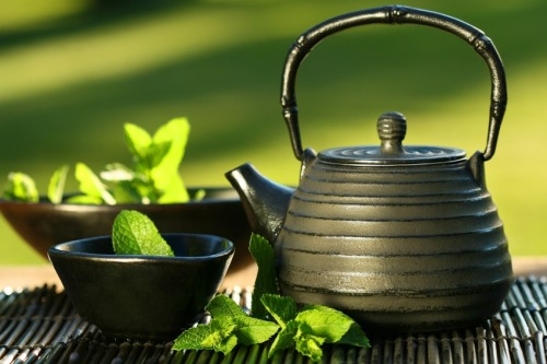 magic8potion:  The Health Benefits of Green Tea Although the history of herbal medicine is intertwined with folklore and spiritual practices, Green tea has come full circle.Originally revered by the Chinese for it's medicinal qualities over 4,700 years ago, research in the past two decades has shown that tea is in fact a scientifically-valid preventative medicine. There is a plethora of scientific evidence supporting the health benefits of drinking green tea and collectively, they have shown that tea can help to: Improve cognition Prevent blood clots Prevent cancers of the lung, breast, colon, bladder, mouth, prostate, ovaries and biliary tract Improve memory Prevent osteoporosis Prevent dental cavities and gum disease Prevent asthma Protect against cognitive decline, Alzheimer's and Parkinson's disease Prevent kidney disease Protect liver from damage by alcohol and other harmful chemicals Increase metabolism and promote fat oxidation Increase endurance in athletes Prevent atherosclerosis and heart disease Reduce triglycerides Lower blood pressure Prevent diabetes Improve insulin sensitivity in type 2 diabetes Boost immunity Lower cortisol Help in treatment of inflammatory bowel disease, Chron's disease and ulcerative colitis Prevent gallstones Tea's Antioxidants and the Human Body Humans are susceptible to oxidation. Oxygen molecules create stress on our tissues and organs by introducing harmful free radicals that lead to complications such as cancer and heart disease. Free radicals are charged atoms or molecules that have one or more unpaired electrons. This causes them to be unstable and, in an attempt to stabilise themselves, they rush around the nearby molecules trying to find the appropriate number of electrons to gain stability. They have to steal an electron from the surrounding molecules which creates a chain reaction of giving and taking, and can eventually destroy an entire cell. Antioxidants are substances that slow down the damaging effects of oxidation. Although some are made by the body, many can only be synthesised and are found naturally in all fruits and vegetables. Once they are introduced into the body, antioxidants neutralize free radicals by giving up an electron from their outer valence shell. The antioxidant is harmless, because it is stable with or without its extra electron. Examples of powerful antioxidants are vitamin C, vitamin E and Beta-Carotene. Tea contains a wide range of antioxidants. Several kinds of polyphenols known as catechins - including epicatechin, epicatechin gallate, epigallocatechin and epigallocatechin gallate (EGCG) - are common in green tea and considered to provide the best protection from oxidation. Black tea offers strong antioxidants, too, but the polyphenols have different structures and are not quite as effective. The reason for this goes back once again to the different ways in which the tea is processed - catechins that stay in green tea transform into theaflavin and thearubigin in black teas. Information and sources.