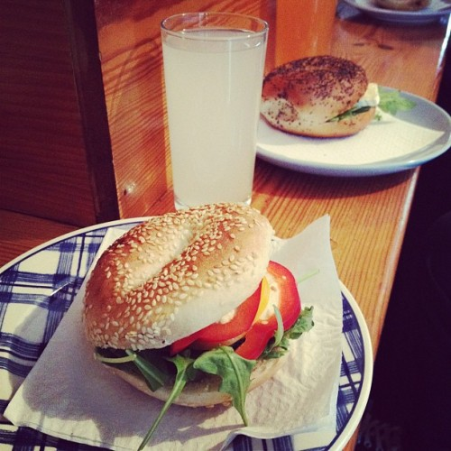 #BagelTime with @pimps #London #Lunch  (Scattata con Instagram presso Cafe Columbia)
