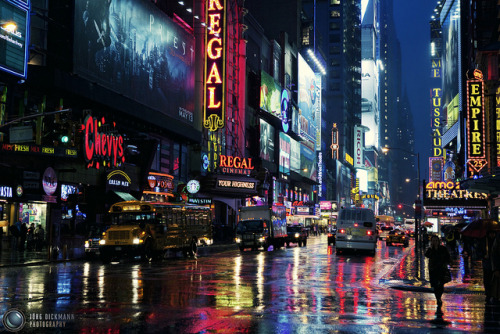 adreamfrometernity:  Rainy Manhattan Night by Jörg Dickmann on Flickr.