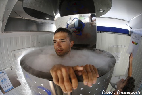 Vuelta a Espana 2012 | Stage 9 Nacer Bouhanni being cooked for dinner cools down after the stage. (via Twitter / EquipeFDJ: Nacer Bouhanni à la …)